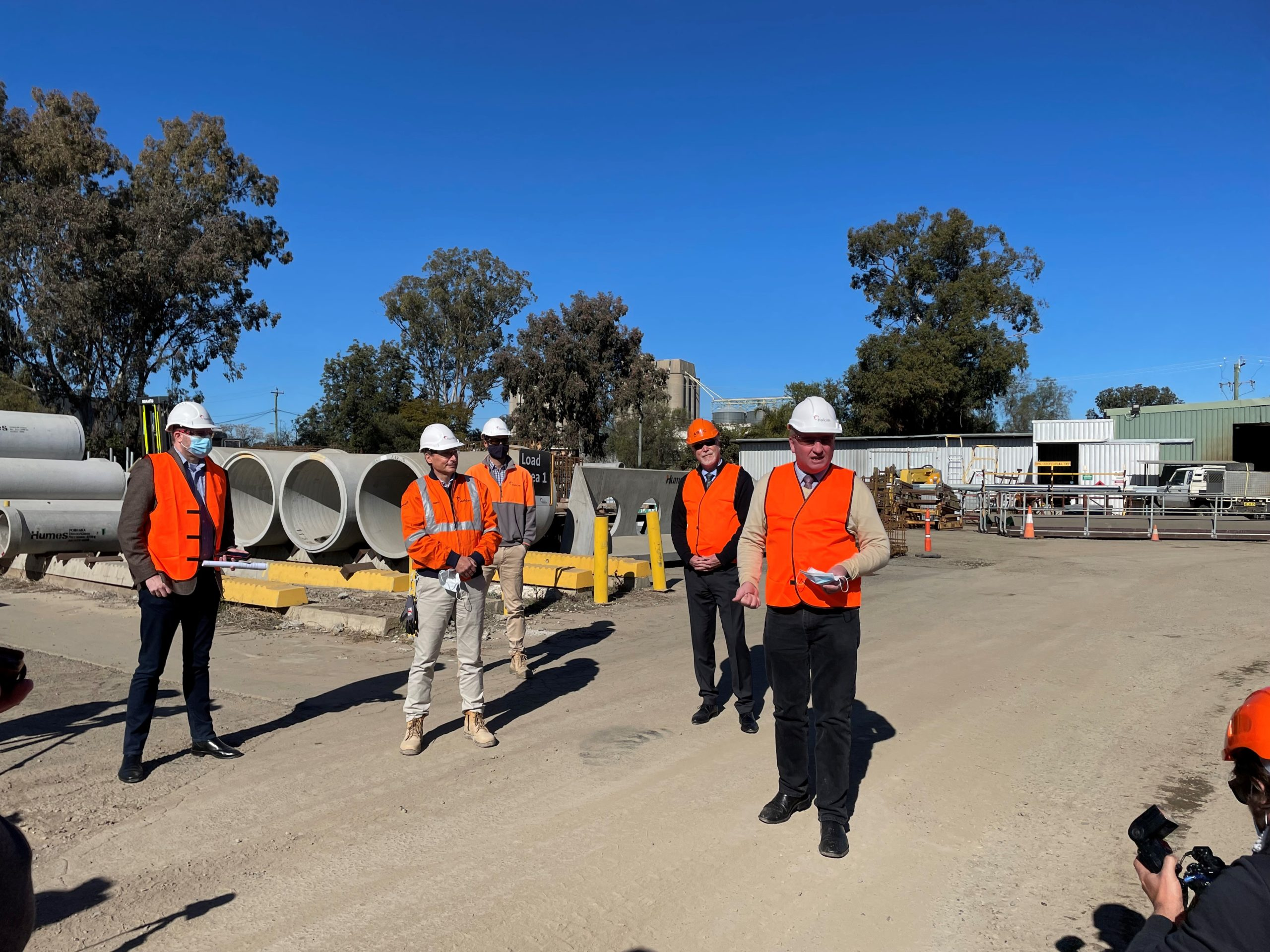 Deputy Prime Minister speaking to workers on the Narrabri to North Star Inland Rail project